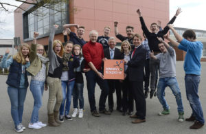 Foto v.l.: IHK-Hauptgeschäftsführer Marco Graf, Landtagsabgeordneter Martin Bäumer (CDU), Landtagsabgeordnete Kathrin Rühl (SPD) sowie Schulleiter Berthold Aulenbrock.