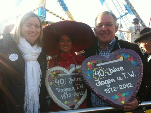 Auf dem Ferkelmarkt 2012 mit Kirschkönigin Marie-Luise Herkenhoff und Bürgermeister Peter Gausmann